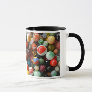 Marbres sur une tasse