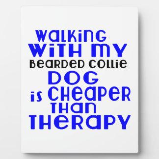 Marche avec mes conceptions barbues de chien de photo sur plaque