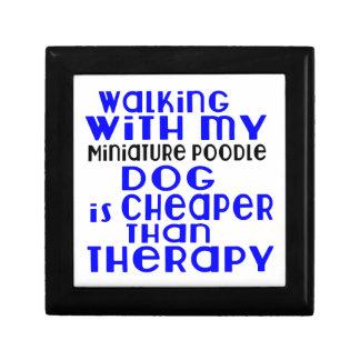 Marche avec mes conceptions de chien de caniche petite boîte à bijoux carrée
