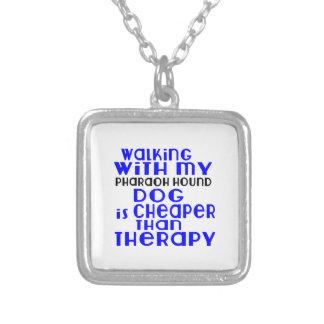 Marche avec mes conceptions de chien de chasse de pendentif carré