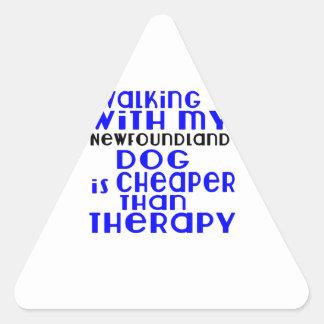 Marche avec mes conceptions de chien de sticker triangulaire