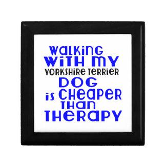 Marche avec mes conceptions de chien de Yorkshire Petite Boîte À Bijoux Carrée