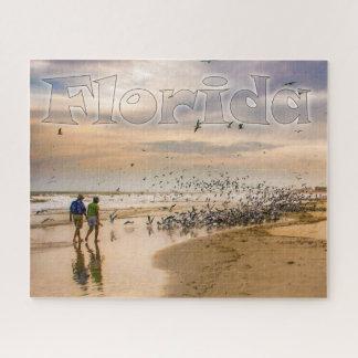Marche sur une photographie de voyage de plage de puzzle