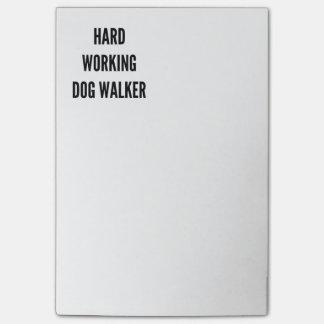 Marcheur dur de chien d'utilité post-it®