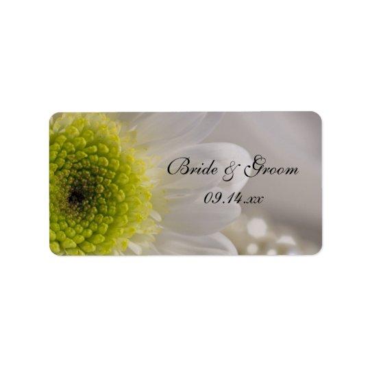Marguerite blanche et perles épousant l'étiquette étiquette d'adresse