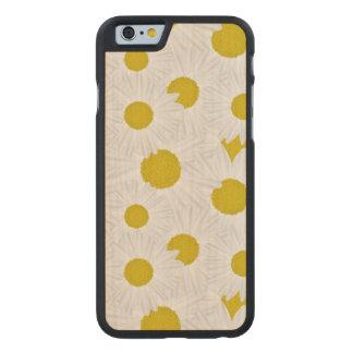 Marguerite des prés colorée de pourpre de motif coque carved® iPhone 6 en érable