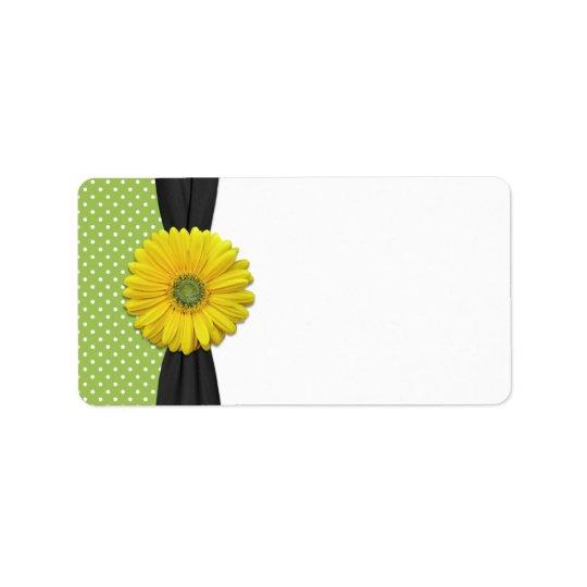 Marguerite jaune épousant l'étiquette de adresse étiquette d'adresse