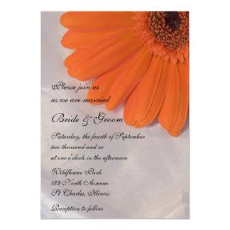 Marguerite orange et faire-part de mariage blanc