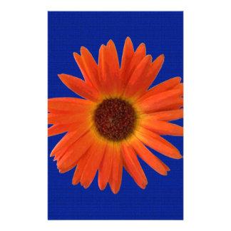 Marguerite orange et jaune vive de Gerbera dans le Papier À Lettre