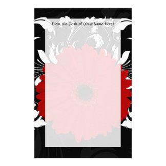 Marguerite rouge lumineuse de Gerbera sur le noir Papeterie