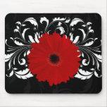 Marguerite rouge lumineuse de Gerbera sur le noir Tapis De Souris