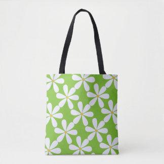 Marguerites blanches sur l'arrière - plan vert sac