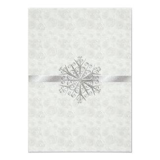Mariage blanc et argenté d'hiver de flocon de carton d'invitation  12,7 cm x 17,78 cm