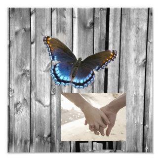 Mariage bleu en bois de papillon de grange grise photo d'art