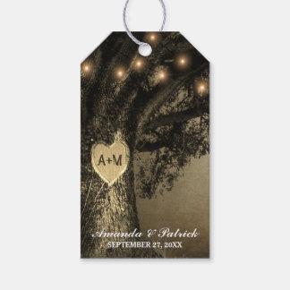 Mariage de chêne découpé par cru rustique de pays étiquettes-cadeau