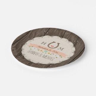 Mariage en fer à cheval décoré d'un monogramme de assiettes en papier