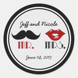 Mariage fait sur commande de rétro moustache sticker rond