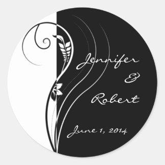 Mariage floral noir et blanc d'élégance sticker rond