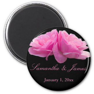 Mariage personnel de deux roses roses aimant