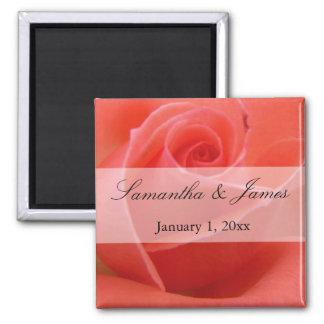 Mariage personnel de rose de rose incliné par aimant