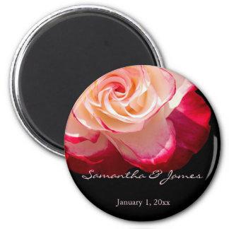 Mariage personnel givré par rouge de rose blanc aimant