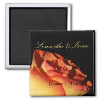Mariage personnel incliné par rouge de rose jaune aimant