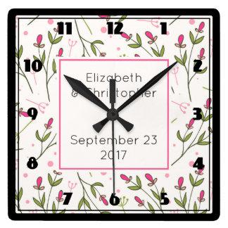 Mariage rose et vert de motif de fleurs sauvages horloge carrée