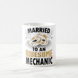 Marié à un mécanicien impressionnant mug