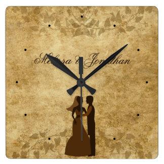 Marié de papier vintage de jeune mariée épousant horloge carrée
