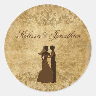 Marié de papier vintage de jeune mariée épousant sticker rond