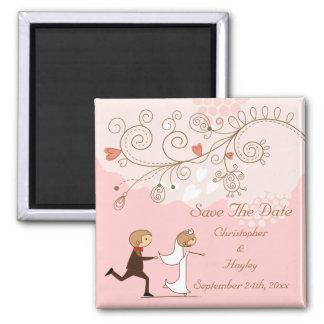 Marié mignon chassant des économies de jeune marié aimant pour réfrigérateur