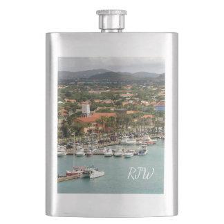 Marina d'Aruba décorée d'un monogramme Flasque