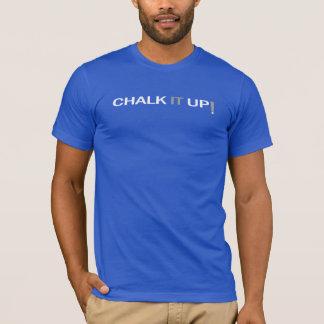 Marquez-le à la craie vers le haut du T-shirt