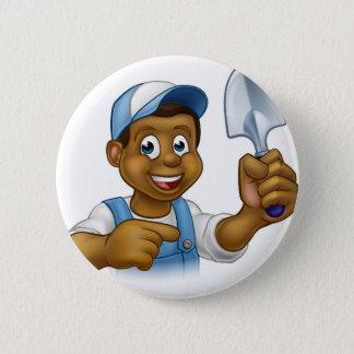 Mascotte noire de jardinier de bande dessinée badge