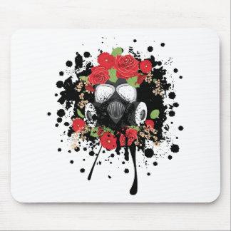 Masque de gaz avec les roses 2 tapis de souris