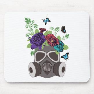 Masque de gaz avec Roses3 Tapis De Souris