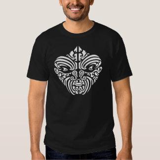Masque tribal maori de tatouage t-shirts