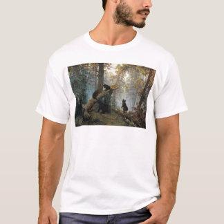 Matin d'Ivan Shishkin dans une forêt de pin T-shirt