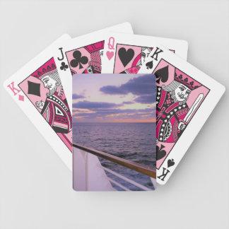 Matin sur la plate-forme jeux de cartes