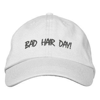 Mauvais casquette réglable de jour de cheveux