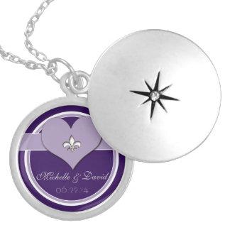 Médaillon Avec Fermoir Souvenir personnalisé de Purple Fleur de Lis Heart