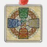 Médaillon élémentaire de croix celtique ornement carré argenté