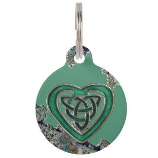 Médaillon Pour Animaux Coeur celtique vert sur l'étiquette mystique