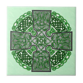 Médaillon vert de croix celtique carreau