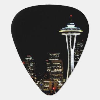 Médiators Horizon de Seattle la nuit, avec l'aiguille de