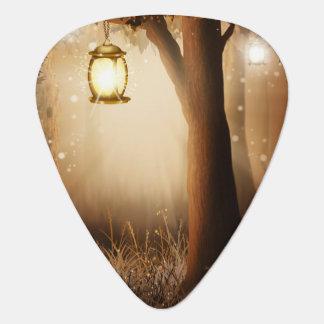 Médiators La lanterne rougeoyante accroche dans l'arbre