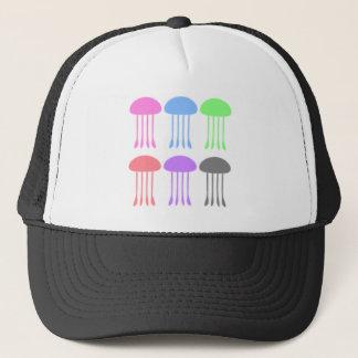 Méduses d'arc-en-ciel sur le défilé casquette