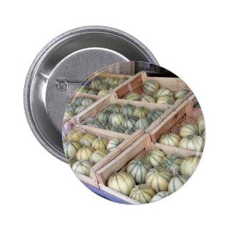 Melons de Charentais montrés dans l'épicerie Badges Avec Agrafe
