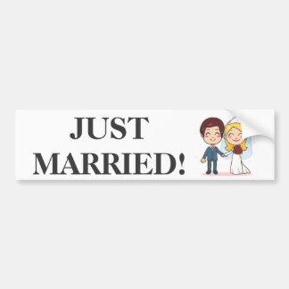 Ménages mariés tenant des mains adhésifs pour voiture