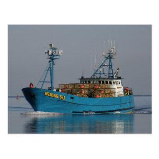 Mer de Béring, bateau de crabe dans le port Carte Postale
